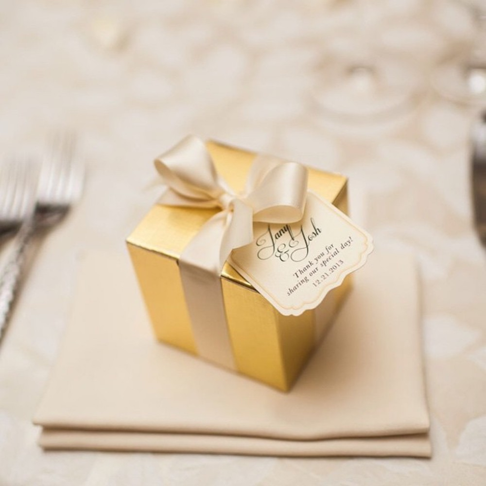 wedding favor packaging - gift box with bow