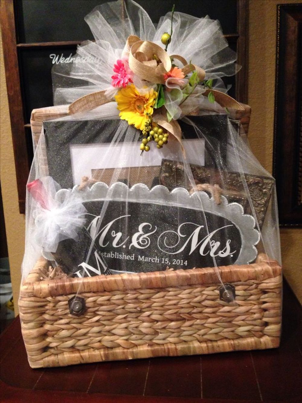 wedding favor packaging - wedding gift basket